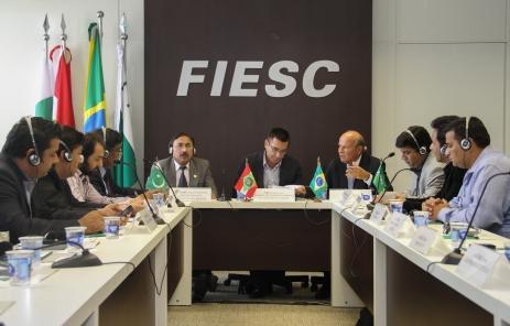 Paquistaneses buscam negócios na área têxtil em Santa Catarina